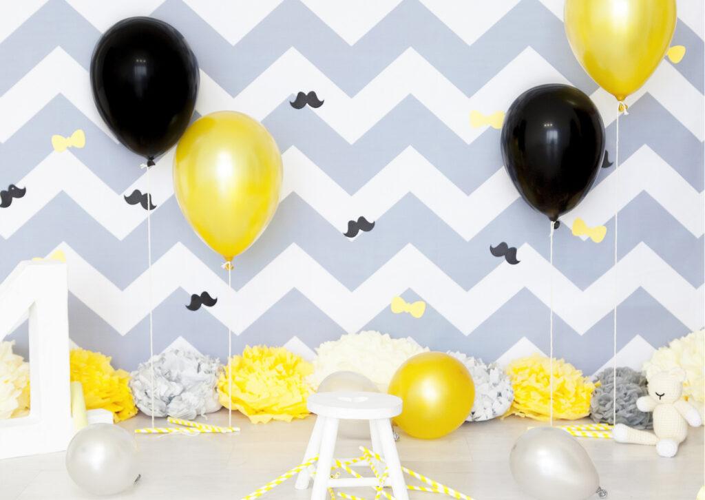 Baby Shower de niño con globos amarillos y negros